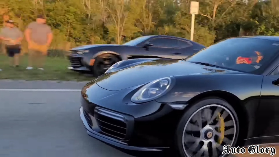 Dodge Challenger SRT Hellcat vs Porsche 911 Turbo S