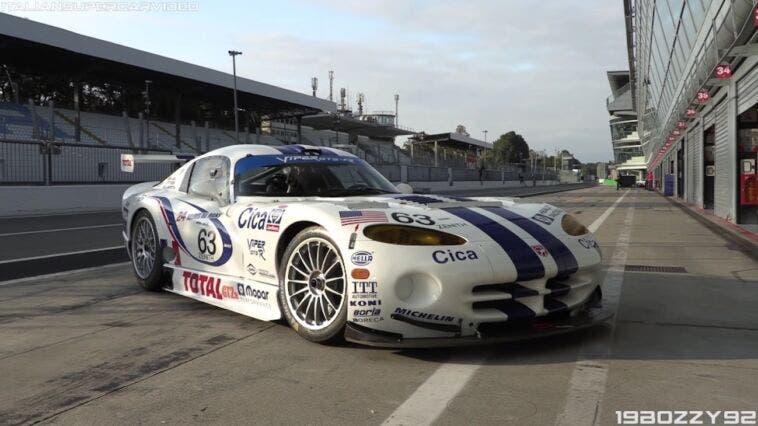 Dodge Viper GTS-R in pista