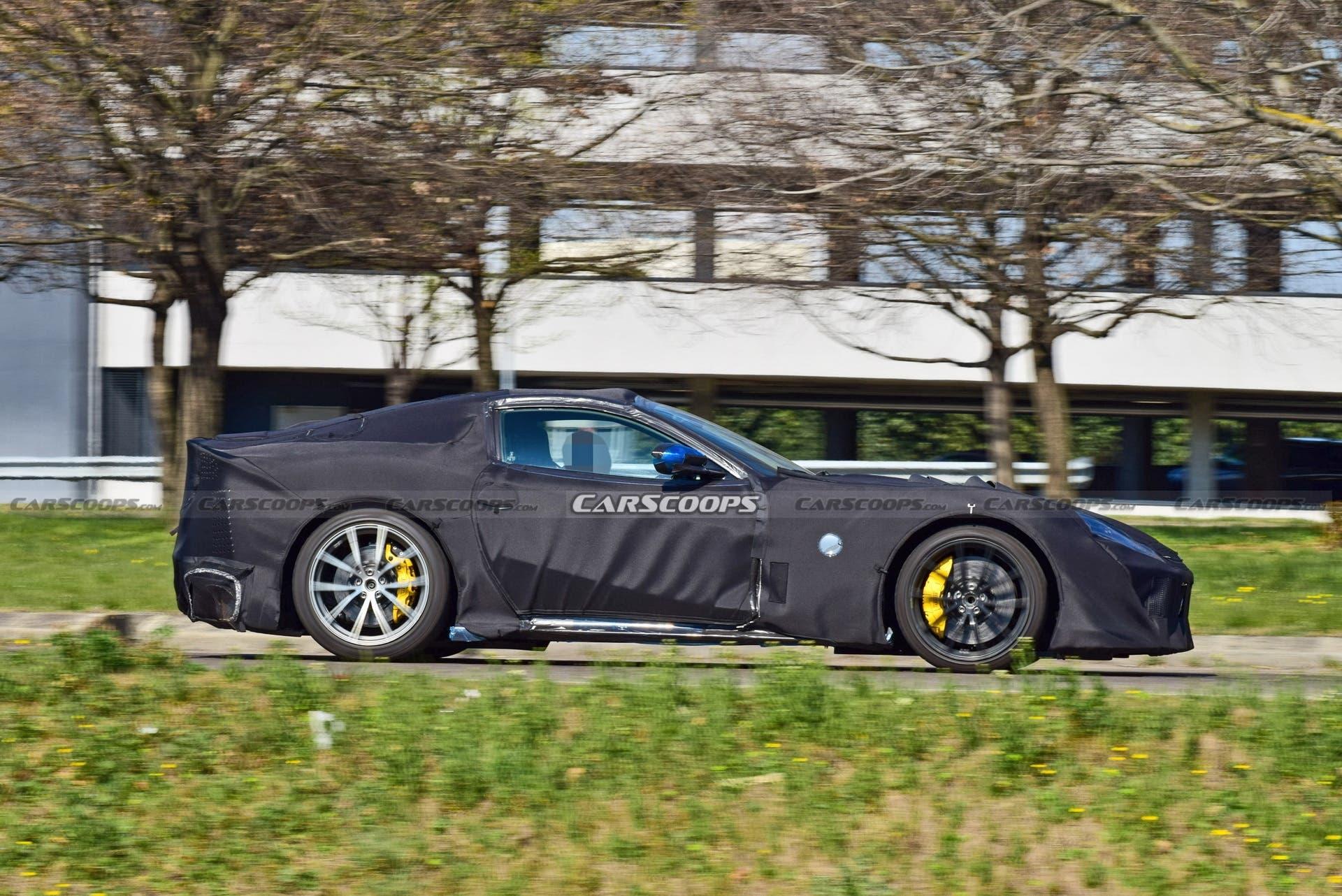Ferrari 812 Versione Speciale corpo produzione foto spia