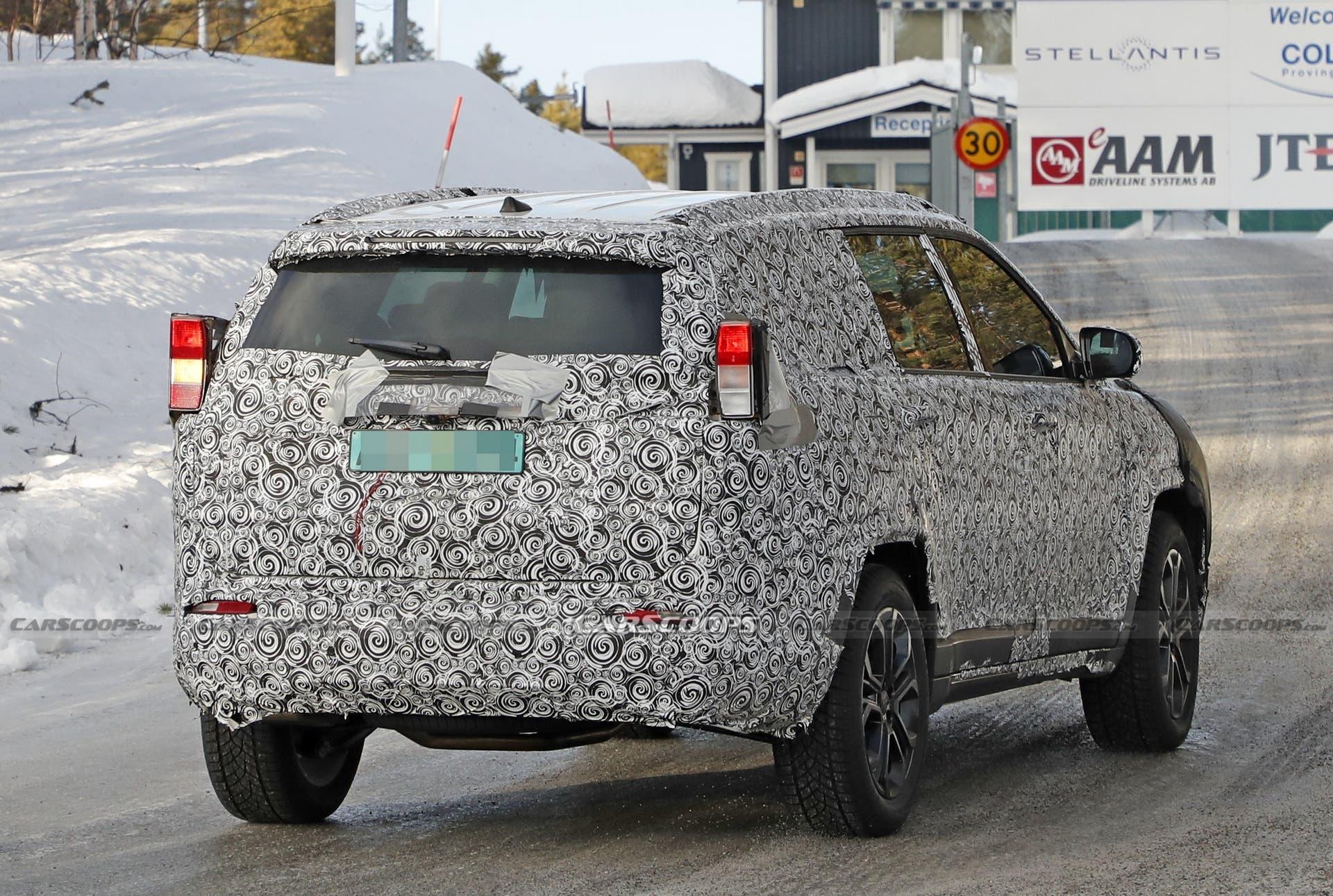 Jeep SUV a sette posti prototipo foto spia