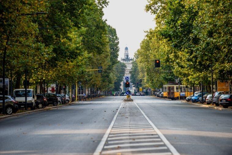 Meno spazio per le auto in corso Sempione a Milano