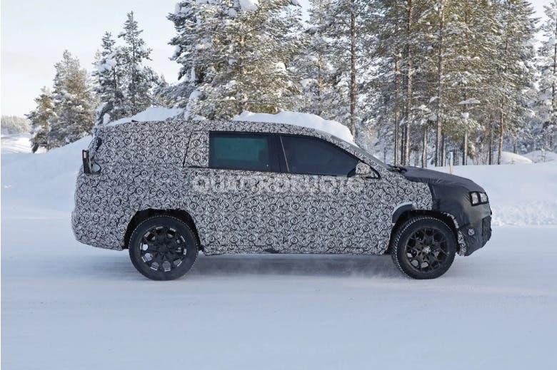 Nuova Jeep Grand Compass Scandinavia foto spia