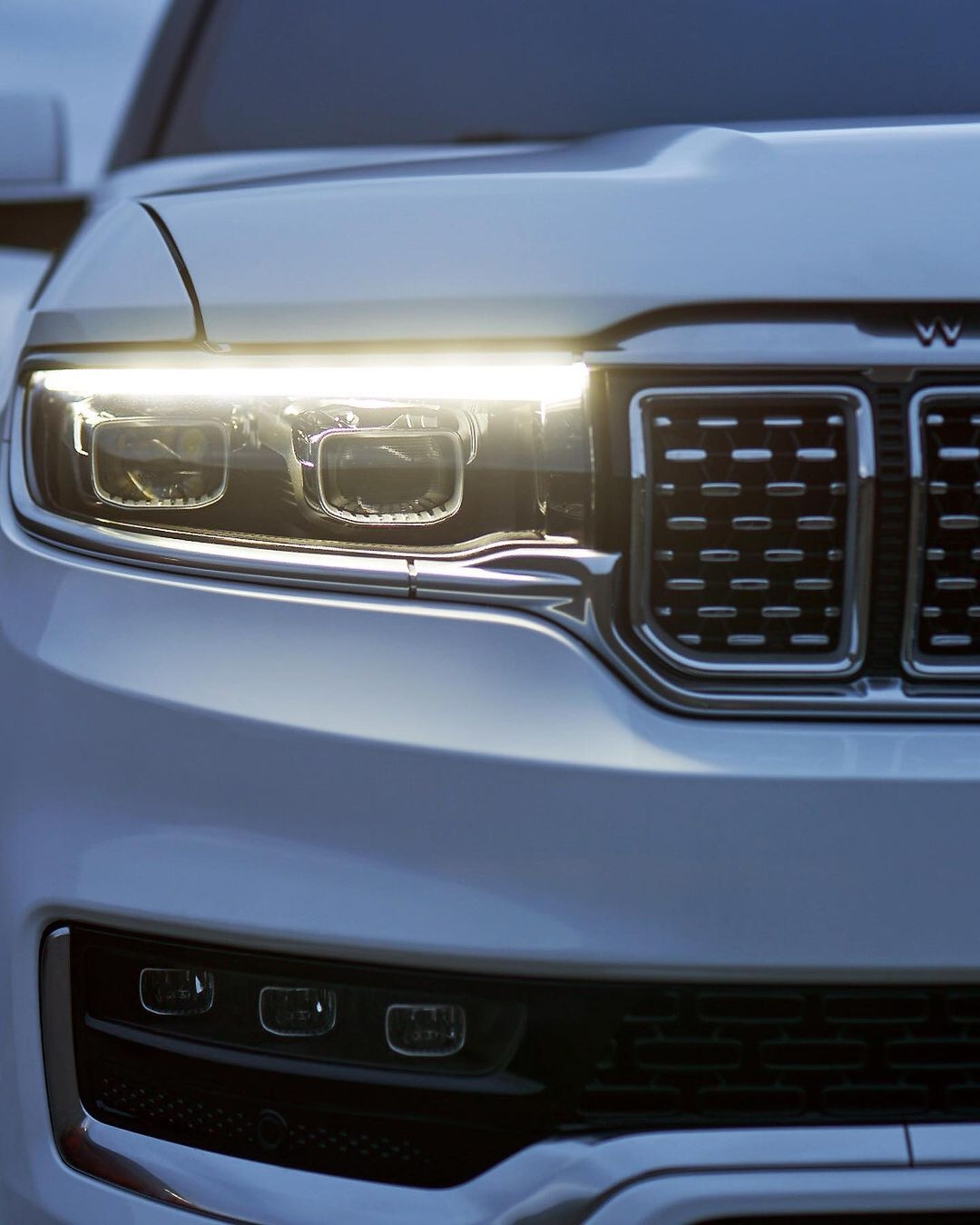 Nuovo Jeep Grand Wagoneer quattro teaser