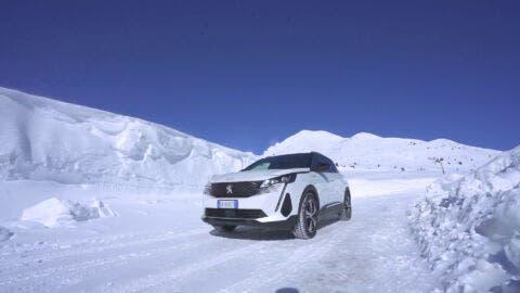 Nuovo Peugeot 3008 Hybrid4 Passo del Tonale
