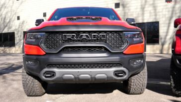 Ram 1500 TRX vs Ford F-150 Raptor confronto