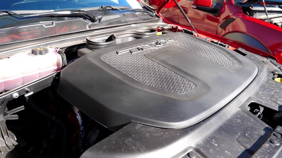 Ram 1500 TRX vs Ford F-150 Raptor confronto