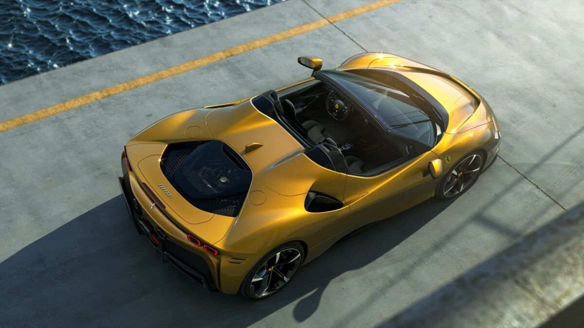 Ferrari SF90 Spider: vista dall'alto