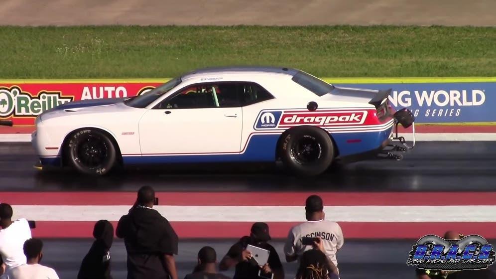Dodge Challenger SRT Hellcat Redeye vs Challenger Drag Pak drag race