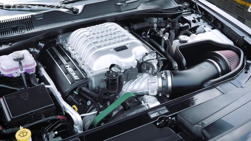 Dodge Challenger SRT Super Stock vs Challenger SRT Hellcat Redeye Hennessey drag race
