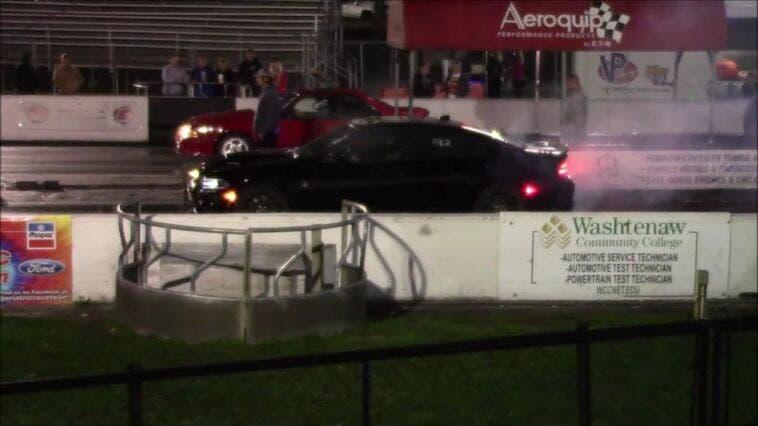 Dodge Charger SRT Hellcat vs Ford Mustang drag race