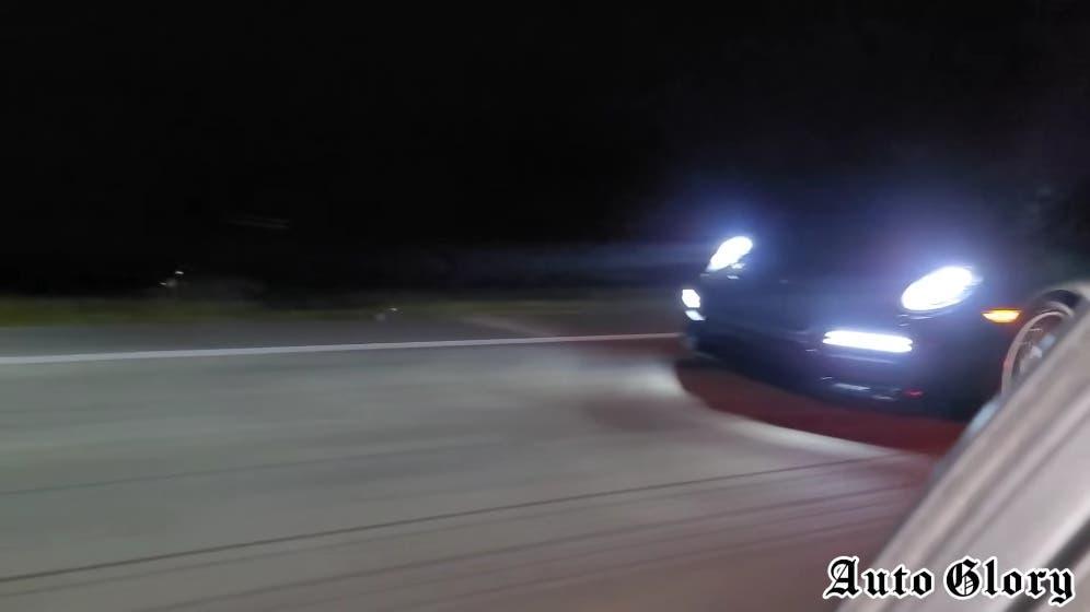 Dodge Charger SRT Hellcat vs Porsche 911 Turbo S modificata drag race