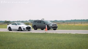 Dodge Durango SRT Hellcat vs Ford Mustang GT500 drag race