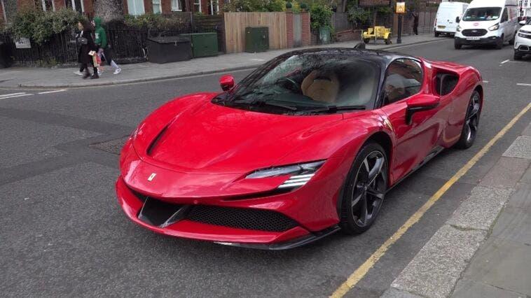 Ferrari SF90 Stradale Rosso Corsa Londra