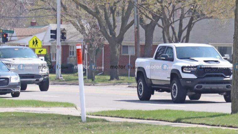 Ford Raptor R Ram 1500 TRX foto spia