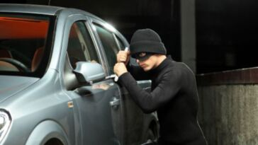 Furto nell'autolavaggio il titolare dell'attività paga la vettura