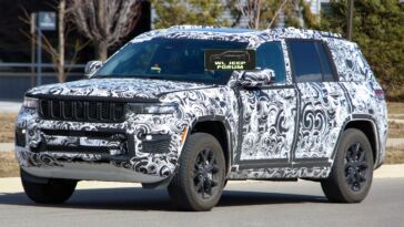 Jeep Grand Cherokee Overland 2022 foto spia