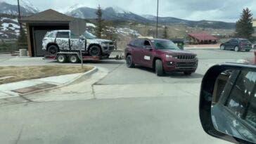Nuova Jeep Grand Cherokee su rimorchio foto