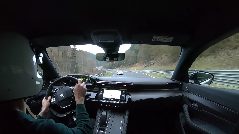 Peugeot 508 PSE vs BMW M2 Nurburgring