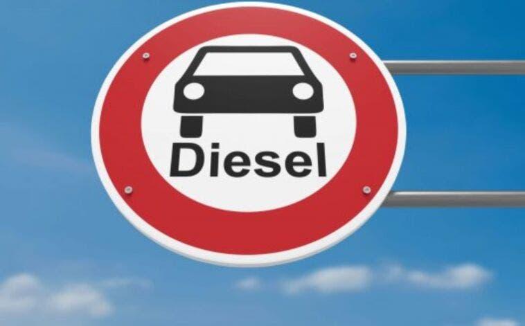Stop alla vendita di auto a benzina