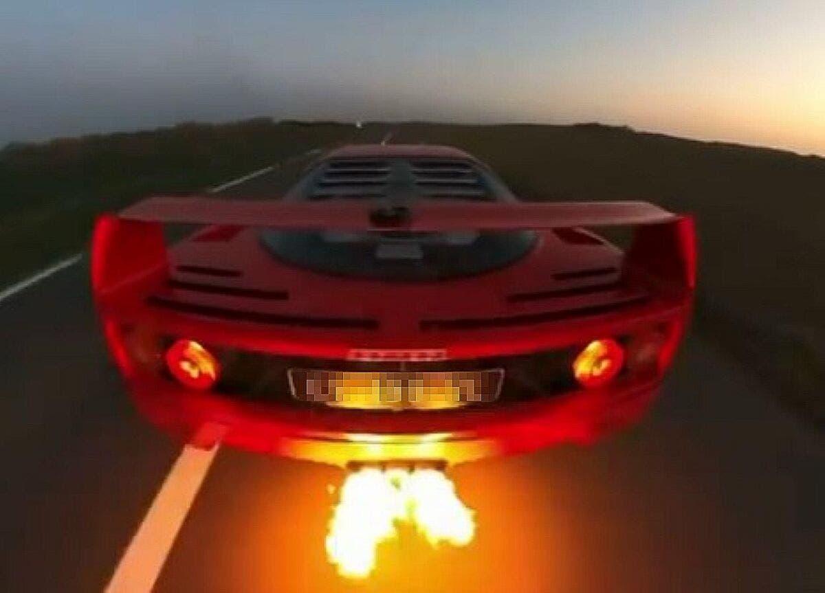 Ferrari F40 fiamme