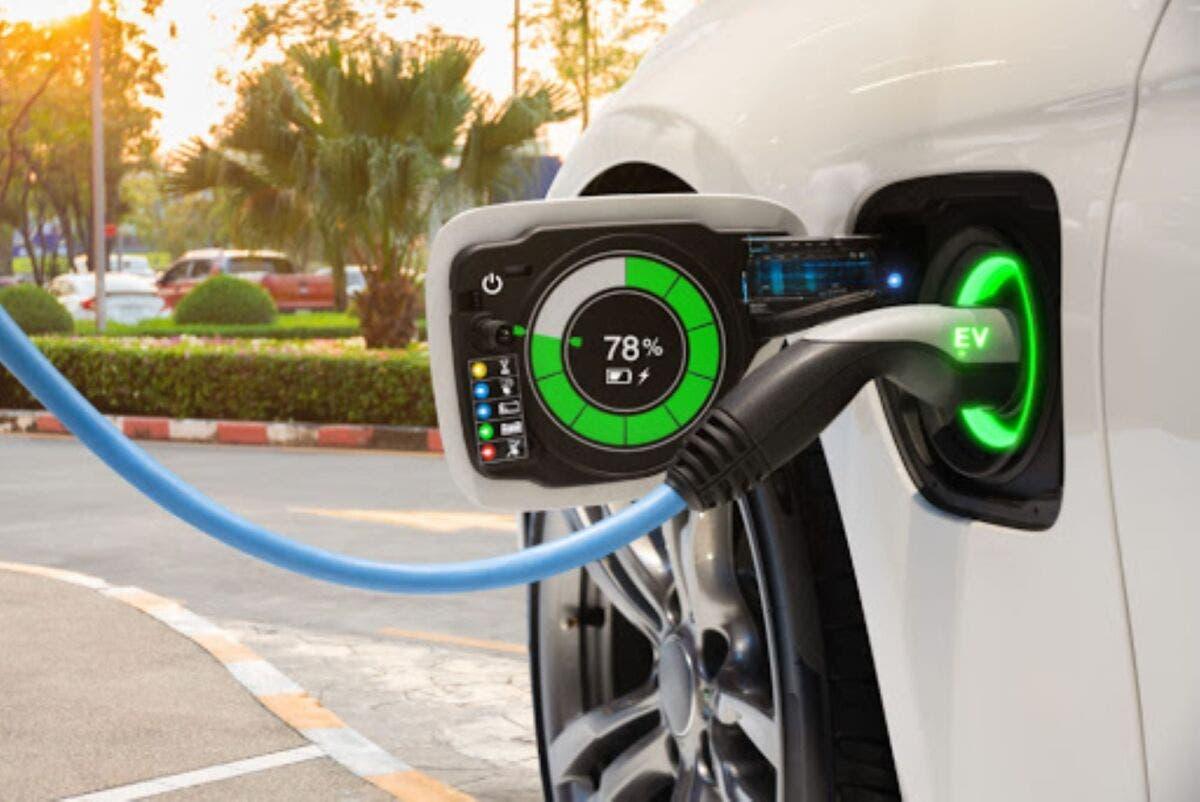 Vendere solo auto elettriche
