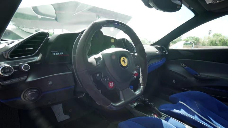 Ferrari 488 Pista vs Pontiac Trans-Am modificata drag race