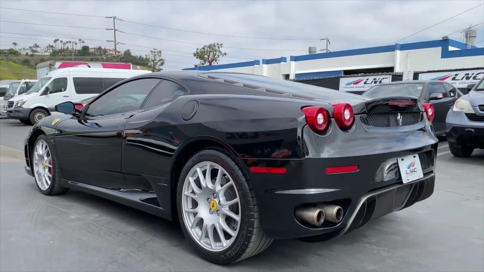 Ferrari F430 danneggiata