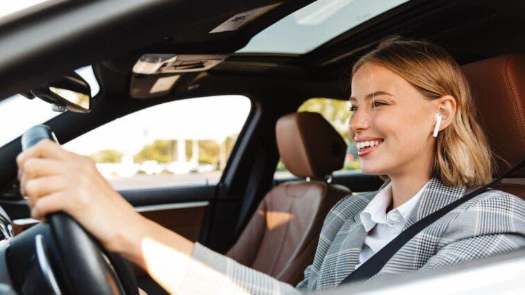 Guidare con auricolari pericolosità studio