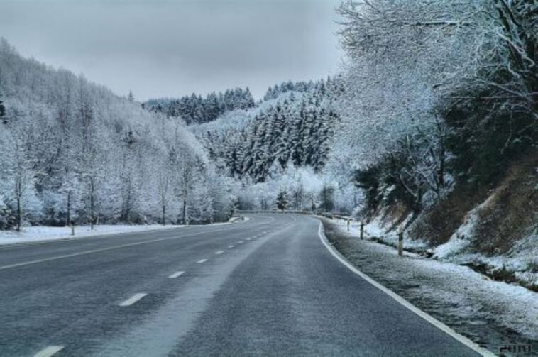 Incidente su asfalto ghiacciato