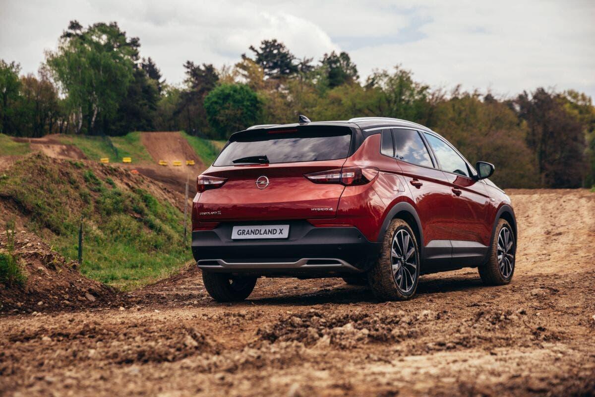 Opel Grandland X Hybrid4 sistemi assistenza guida
