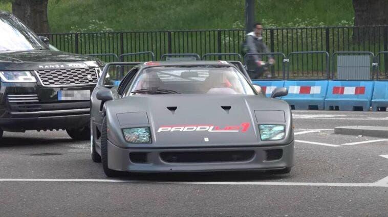Ferrari F40 grigio opaco