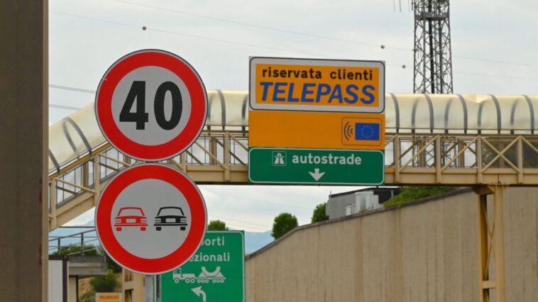 retromarcia in autostrada