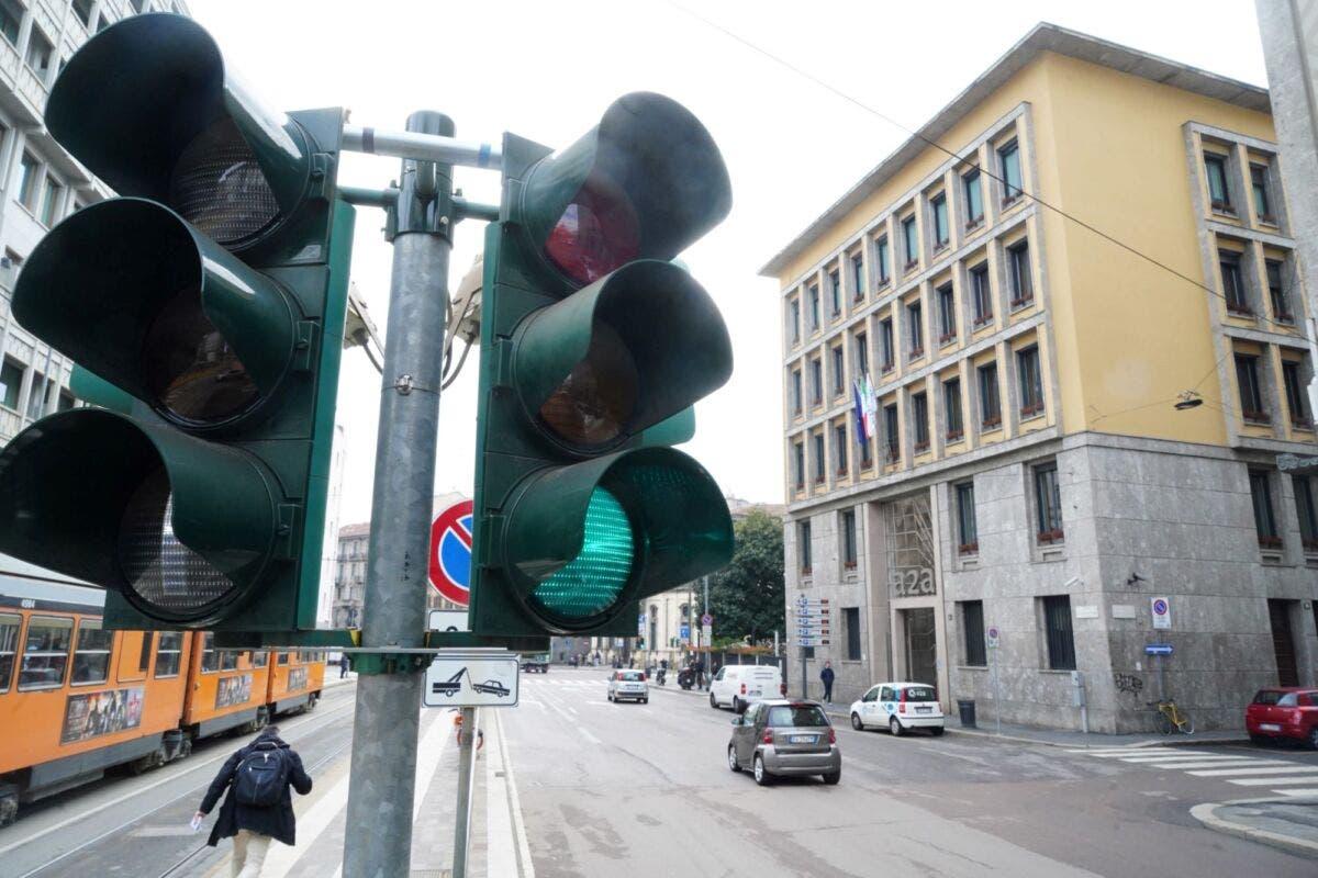 vigile e semaforo