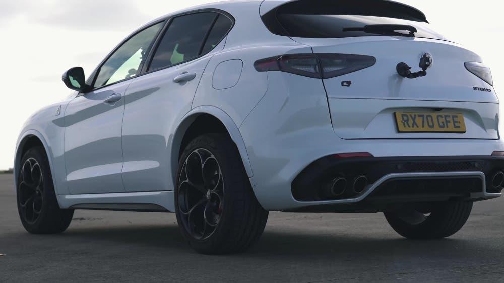 Alfa Romeo Stelvio Quadrifoglio vs BMW X4 M Competition vs Porsche Macan Turbo drag race