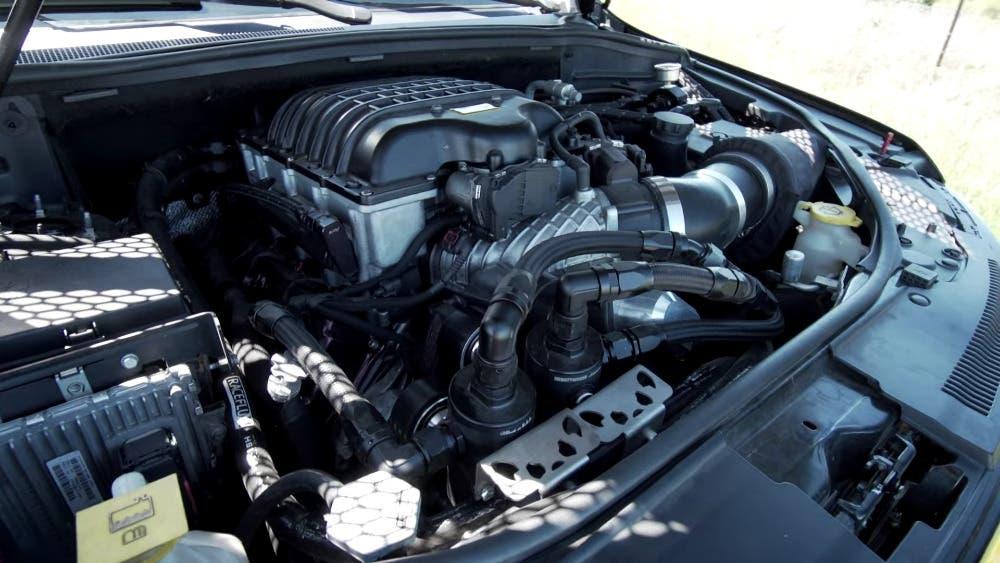 Jeep Grand Cherokee Trackhawk 1095 CV vs Subaru WRX STI Gymkhana