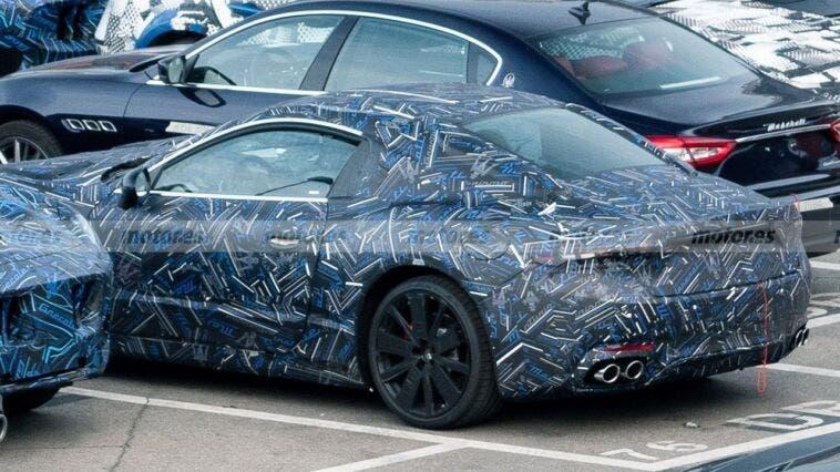 Maserati GranTurismo 2022 posteriore foto spia