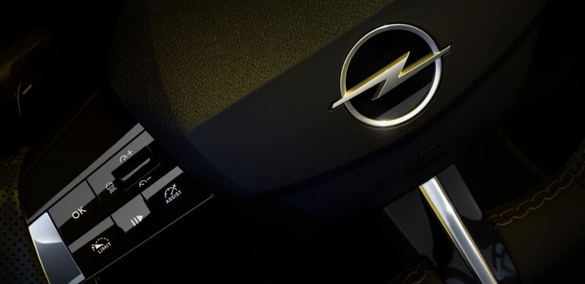 Nuova Opel Astra foto ufficiali