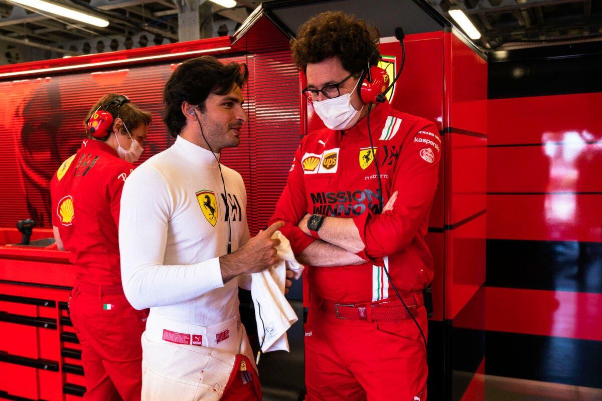 Mattia Binotto con Carlos Sainz