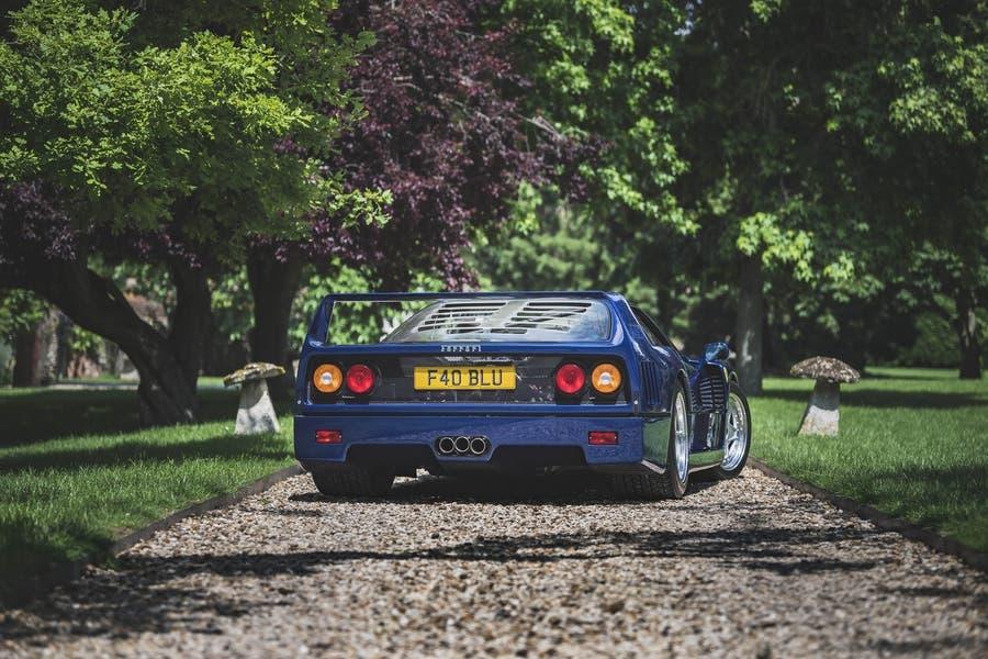 Ferrari F40 blu prezzo record