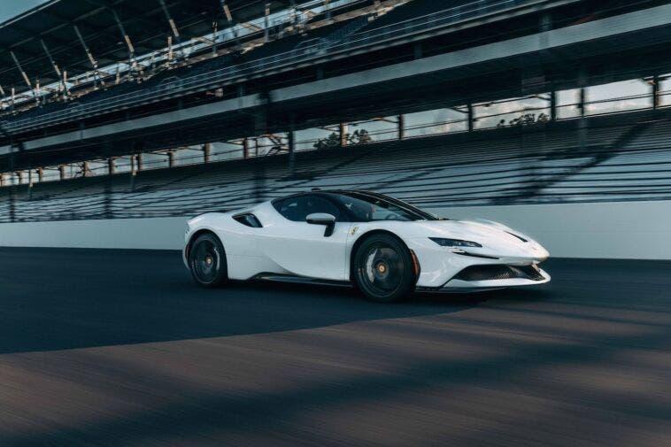 Ferrari SF90 Stradale test accelerazione Car & Driver