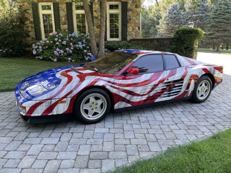 Ferrari Testarossa bandiera americana asta