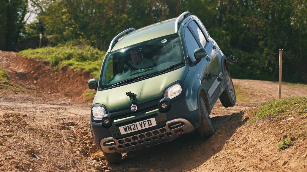 Fiat Panda Cross vs Tesla Model X test off-road