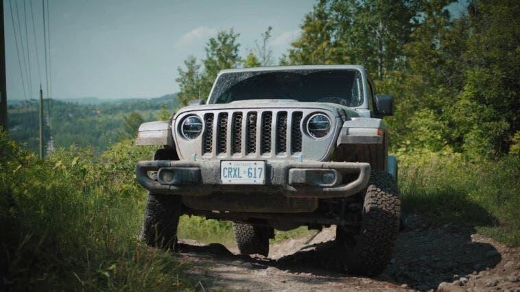 Jeep Wrangler vs Ford Bronco confronto off-road