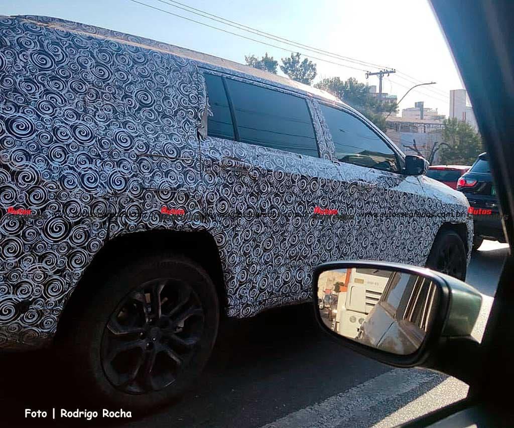 Nuovo Jeep Commander test finali foto spia