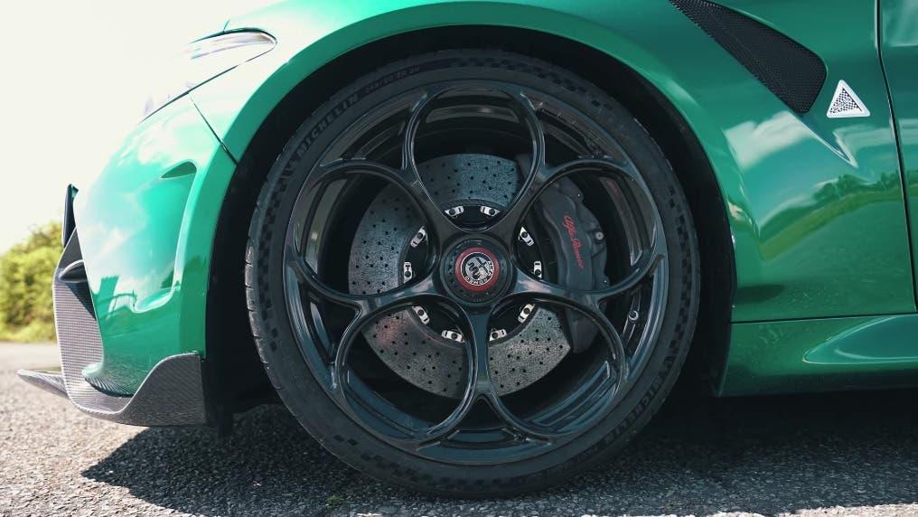 Alfa Romeo Giulia GTAm vs Porsche 911 GT3 992