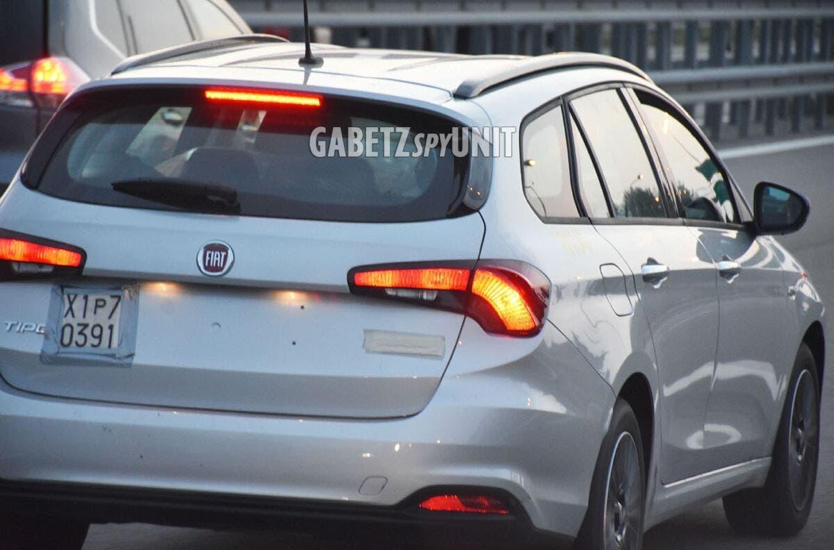 Fiat Tipo Hybrid 2022 due prototipi foto spia