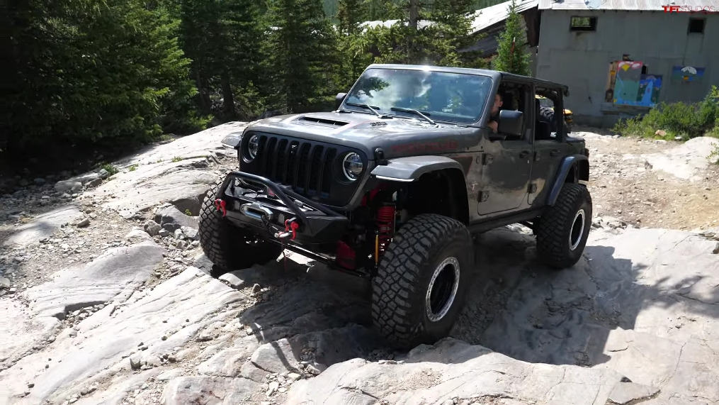 Jeep Wrangler 392 vs Ford Bronco Sasquatch vs Land Rover Defender