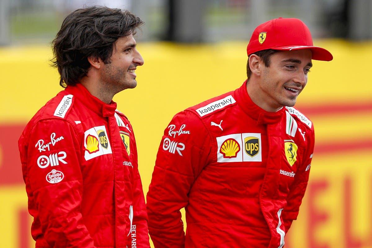 Carlos Sainz con Charles Leclerc