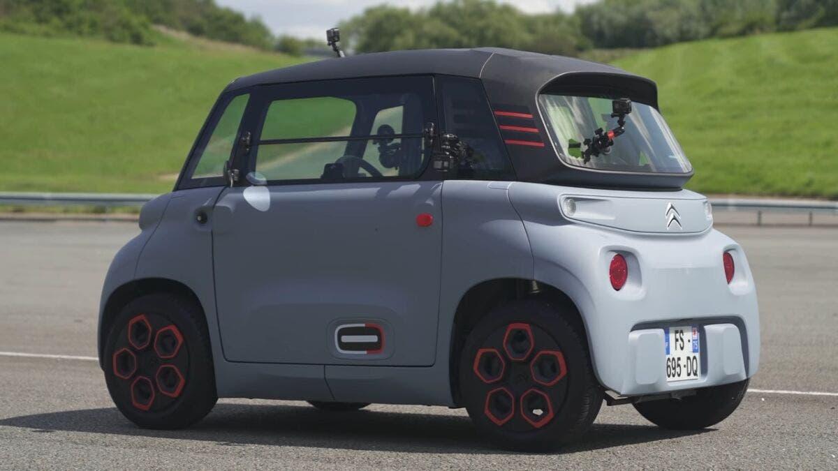 Citroën Ami vs monopattino elettrico drag race