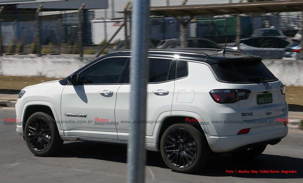 Jeep Compass 4xe Brasile foto spia